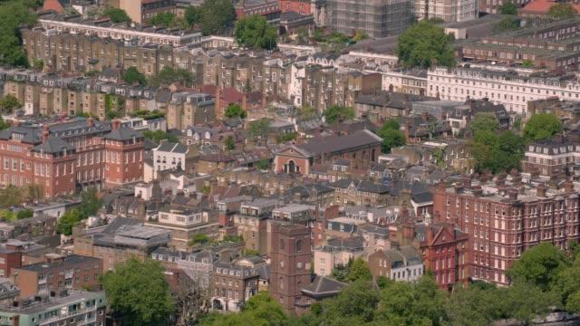 英國倫敦住宅發展的鳥瞰圖。4k - high street 個影片檔及 b 捲影像