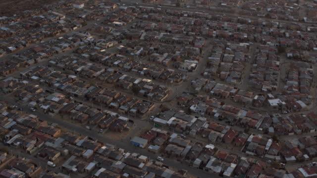 aerial view of housing in johannesburg - ハウテング州点の映像素材/bロール