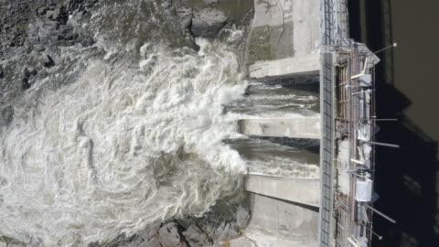 stockvideo's en b-roll-footage met luchtfoto van de dam van hydro electricity - dam mens gemaakte bouwwerken