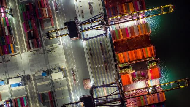 vídeos y material grabado en eventos de stock de vista aérea de la operación portuaria industrial - fast motion
