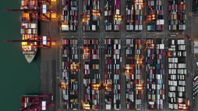 vídeos y material grabado en eventos de stock de vista aérea del puerto industrial con contenedores en stock de hong kong - grulla de papel
