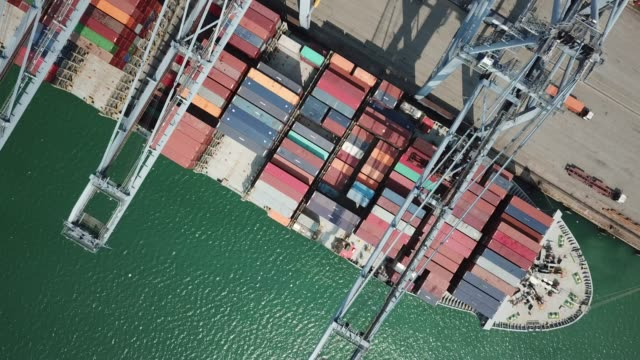 vídeos de stock e filmes b-roll de aerial view of industrial port with containers ship - docas