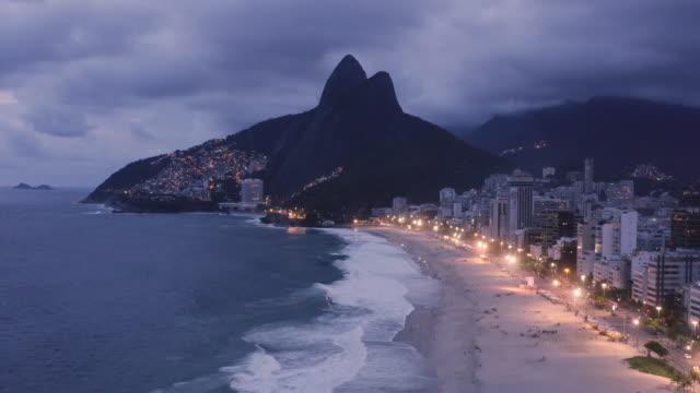 aerial view of ipanema beach / rio de janeiro, brazil - レブロン点の映像素材/bロール