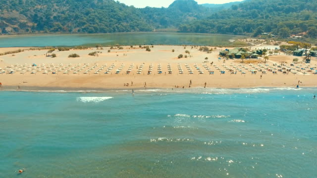 aerial view of iztuzu beach - turtle beach - turchia video stock e b–roll