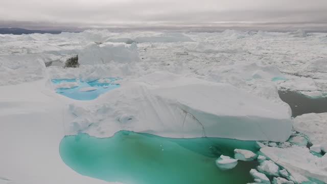 aerial view of jakobshavn icefjord, ilulissat, greenland - arktis stock-videos und b-roll-filmmaterial