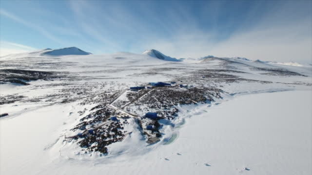 aerial view of jang bogo antarctic research station - antarktis stock-videos und b-roll-filmmaterial
