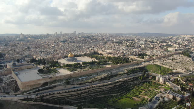 aerial view of jerusalem old city-dolly back from the jewish quarter, al-aqsa mosque, temple mount and dome of the rock - modern rock stock videos & royalty-free footage