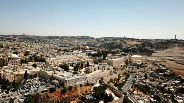aerial view of jerusalem old city-dolly towards the jewish quarter, al-aqsa mosque, temple mount and dome of the rock - jerusalem stock videos & royalty-free footage