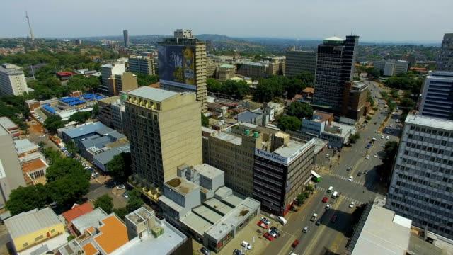 stockvideo's en b-roll-footage met aerial view of johannesburg cbd, johannesburg, south africa - johannesburg