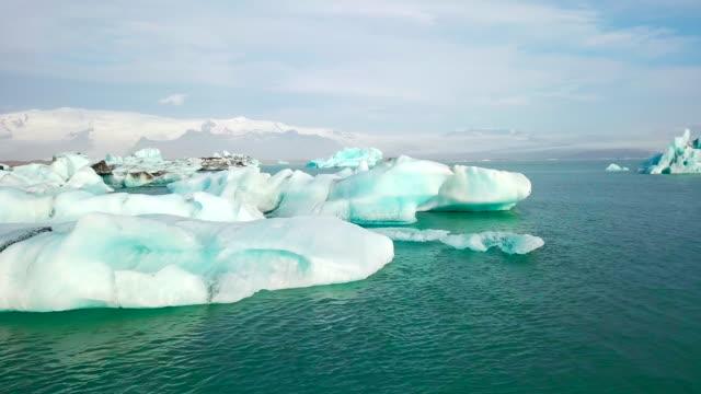 Luchtfoto van Jokulsarlon gletsjer lagune in de ochtend op IJsland