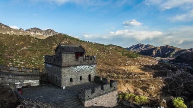 vidéos et rushes de vue aérienne de la grande muraille juyongguan, beijing, beijing - ming