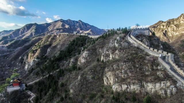 vidéos et rushes de vue aérienne de la grande muraille juyongguan, beijing, chine - ming