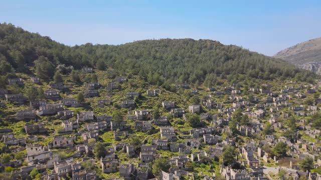 vídeos y material grabado en eventos de stock de vista aérea de kayakoy en fethiye - ciudad muerta
