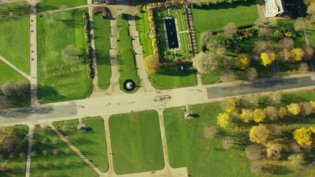 aerial view of kensington palace london uk - kensington palace video stock e b–roll