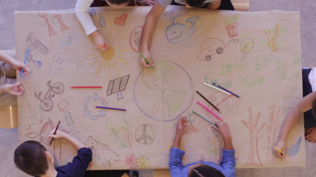 vídeos de stock e filmes b-roll de aerial view of kids doing arts and crafts - environmental conservation
