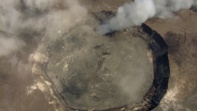 aerial view of kilauea volcano in hawaii volcanoes national park. - big island hawaii islands stock videos & royalty-free footage