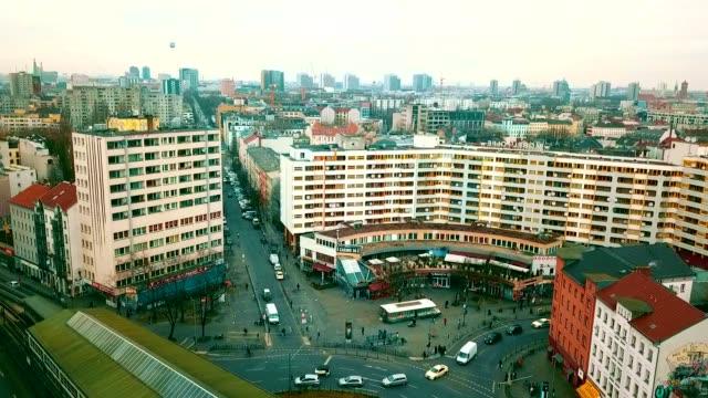 luftaufnahme von kreuzberg - deutschland - berlin stock-videos und b-roll-filmmaterial