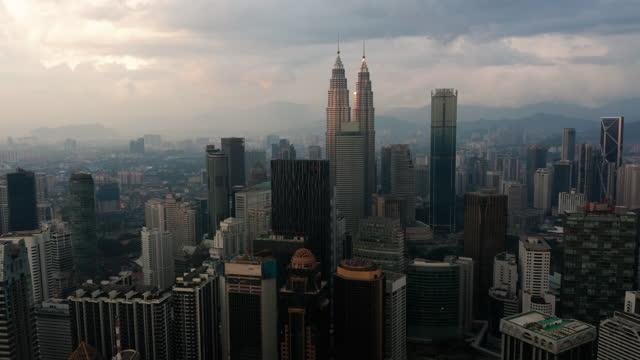 stockvideo's en b-roll-footage met lucht mening van kuala lumpur de binnenstad, maleisië - maleisië