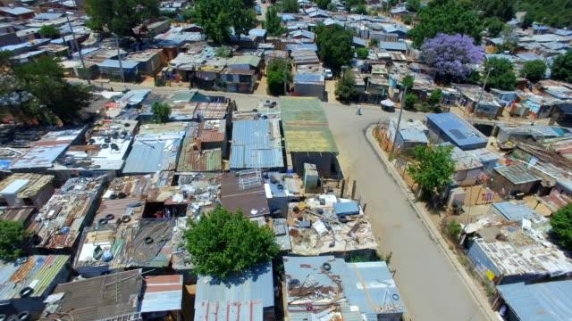 aerial view of kya sands informal settlement, johannesburg, south africa - ヨハネスブルグ点の映像素材/bロール