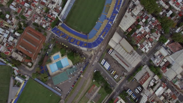 aerial view of la bombonera, home of boca juniors football - ブエノスアイレス点の映像素材/bロール