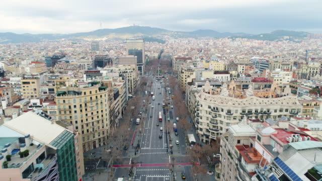 vídeos y material grabado en eventos de stock de aerial view of la pedrera - barcelona