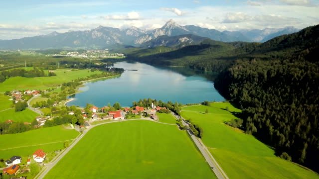 aerial view of lake weissensee in summer season - carinthia - austria video stock e b–roll