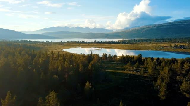 vídeos y material grabado en eventos de stock de aerial view of lake with reflection in rondane national park, norway - escandinavia