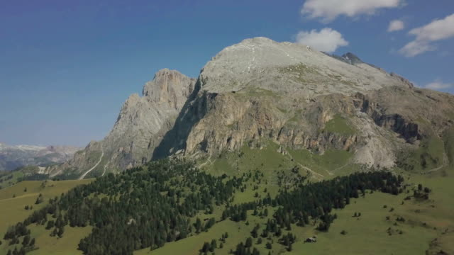 aerial view of langkofel (sassopiatto and sassolungo) - seiser alm - dolomites - langkofel stock videos & royalty-free footage