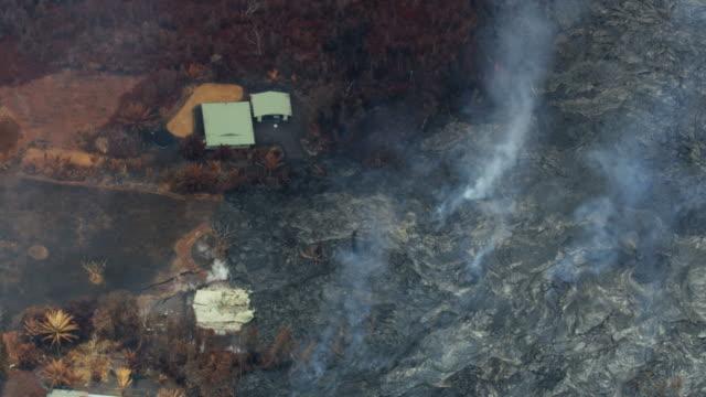 vídeos y material grabado en eventos de stock de aerial view of lava destruction of property hawaii - 2018