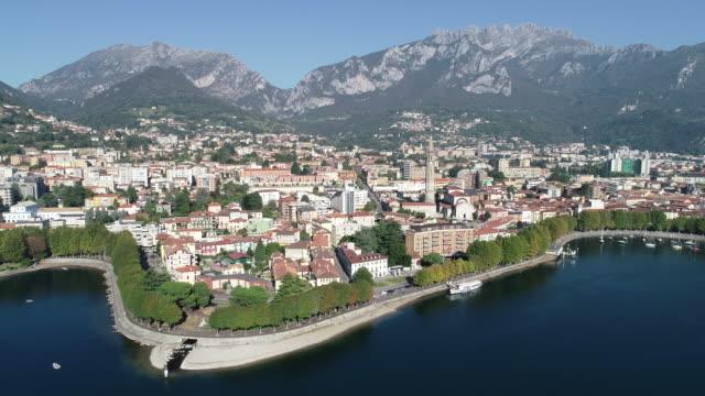 aerial view of lecco city - naturligt landmärke bildbanksvideor och videomaterial från bakom kulisserna