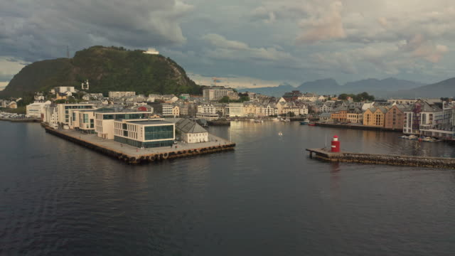 aerial view of ålesund sea harbour at sunset - norvegia video stock e b–roll