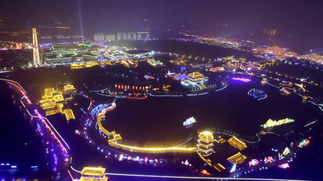 aerial view of lighting show in tang paradise city for celebrate chinese spring festival / xi'an, shaanxi, china - chinesisches laternenfest stock-videos und b-roll-filmmaterial