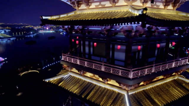 vídeos y material grabado en eventos de stock de aerial view of lighting show in tang paradise city for celebrate chinese spring festival / xi'an, shaanxi, china - pagoda templo