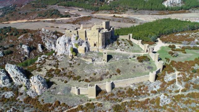 vídeos y material grabado en eventos de stock de aerial view of loarre castle - comunidad autónoma de aragón