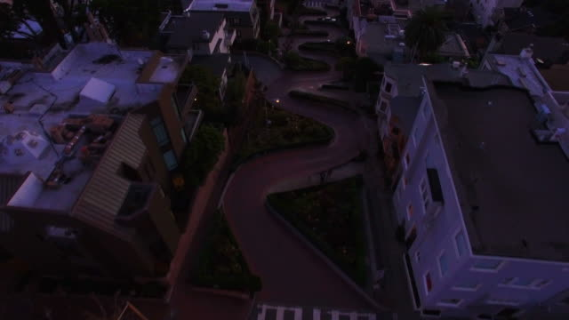 aerial view of lombard street at sunset - くねくねした点の映像素材/bロール