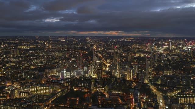 夕暮れ時のロンドンのスカイラインの空中ビュー-4k タイムラプス - 南点の映像素材/bロール