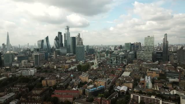 stockvideo's en b-roll-footage met luchtfoto van londen - eastenders