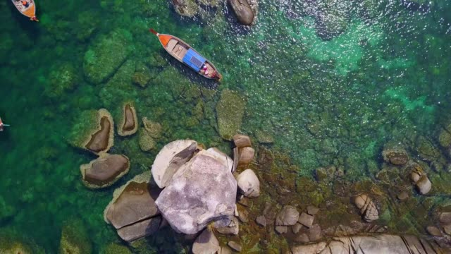 aerial view of long tail boat with tourist at koh hin sorn or hin sawn (rock on top) at koh lipe snorkelling trip, satun, thailand - transparent stock videos & royalty-free footage