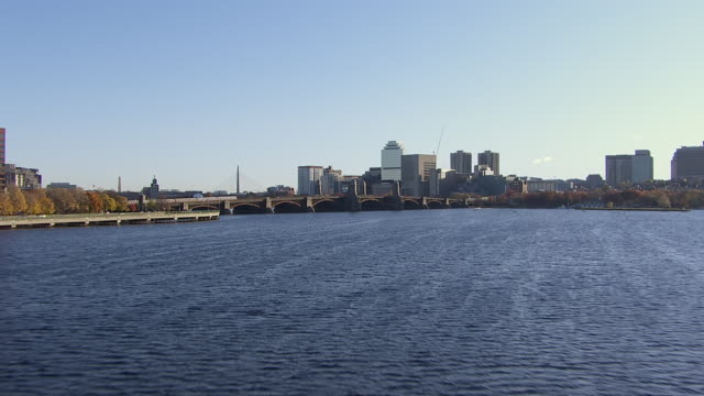 vidéos et rushes de aerial view of longfellow bridge over charles river with modern cityscape in background, boston, massachusetts, united states of america - pont longfellow