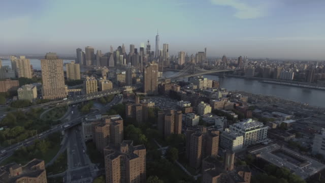 aerial view of lower manhattan from brooklyn new york city - マンハッタン点の映像素材/bロール