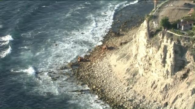ktla aerial view of lunada bay in palos verdes - palos verdes stock videos & royalty-free footage