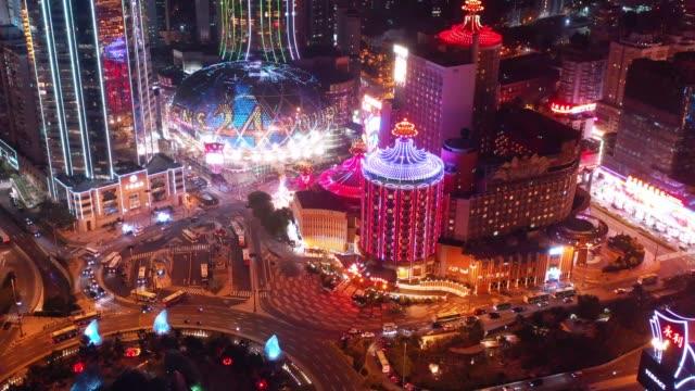夜の間に街の上にマカオの空中写真。旅行先と観光スポット - macao点の映像素材/bロール