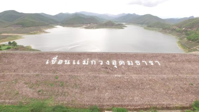 vídeos de stock, filmes e b-roll de vista aérea de maekuang dam chiangmai tailândia - dam