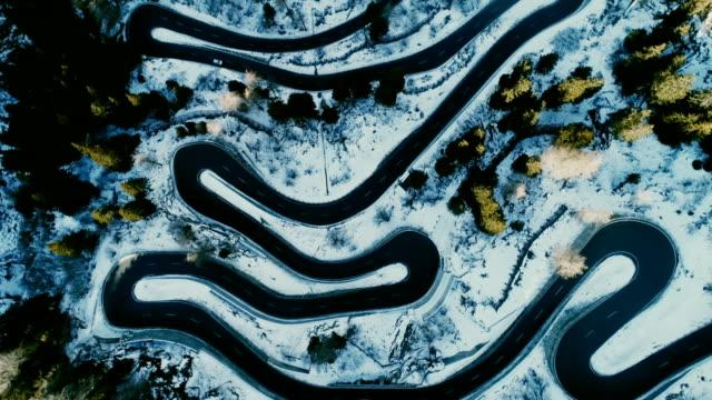 スイスのマロヤ峠の航空写真