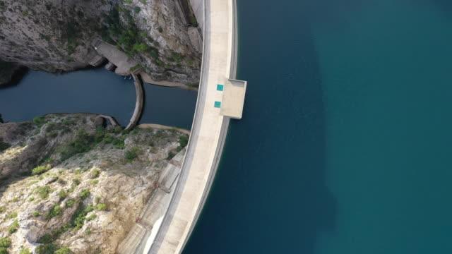 vidéos et rushes de vue aérienne du barrage de manavgat - barrage
