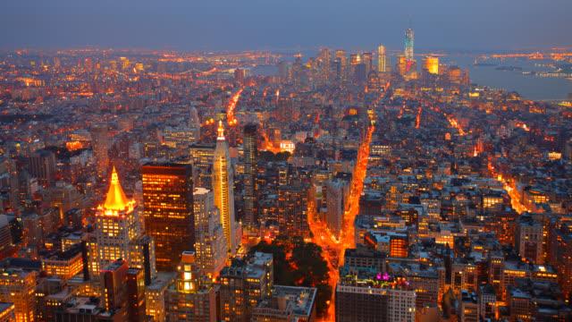 空から見たマンハッタンに沈む夕日 - エンパイアステートビル点の映像素材/bロール