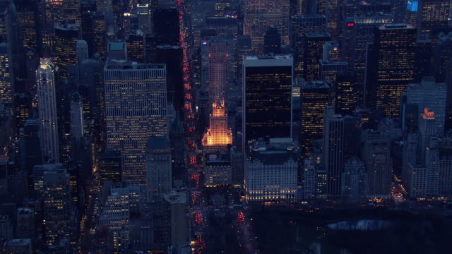 vidéos et rushes de aerial view of manhattan at the southeast corner of central park. - central park manhattan