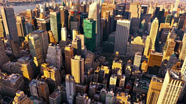 luftaufnahme von manhattan. new york street. sonnig und schatten. stadtleben. touristenattraktion. reiseziel - nordamerika stock-videos und b-roll-filmmaterial