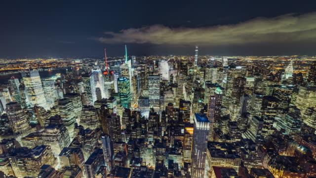 stockvideo's en b-roll-footage met t/l ws antenne uitzicht op de skyline van manhattan bij nacht / nyc - welvaart