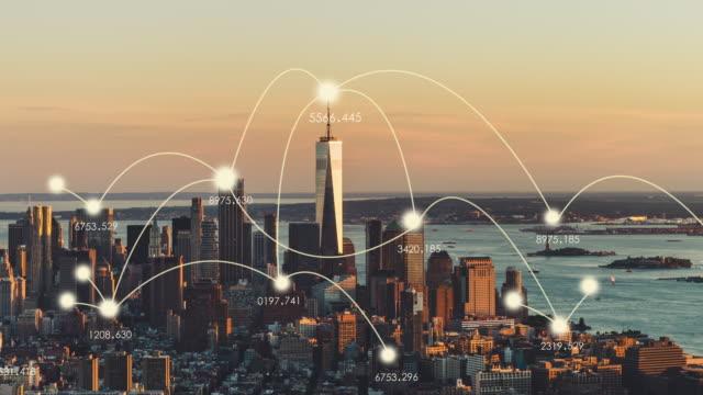 vídeos de stock e filmes b-roll de t/l ws zi aerial view of manhattan skyline at sunset - cidade inteligente
